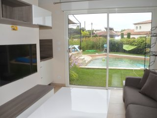 FREJUS Lovely small house with pool and spa
