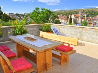 Sunny Days - Two Bedroom Apartment with Terrace, Milna