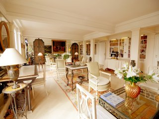3 BR Palace Overlooking Tuileries, París