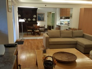 Living room. On the background  dinning area, kitchen on the right. Bedroom door at the rear.
