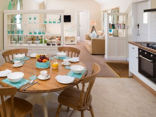 5* Gold Luxury Cottage - Orchard Cottage, Howden