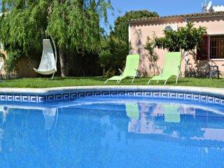 Casa con piscina y jardin privado
