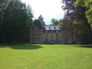 Chateau in Frankreich mit Park & Fluss & Pool