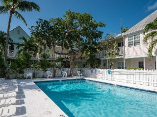 Truman Tranquility - Cute shipyard condo w/ porch just steps from the pool, Key West