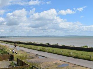 Superb house, amazing sea views, games room, wifi, Littlestone-on-Sea