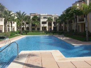 Gorgeous holiday apartment sleeps 4 near pool, Los Alcázares