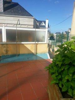 duchas junto a piscina