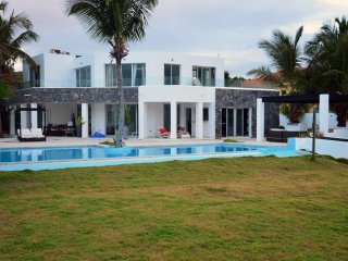 Luxury Oceanfront Villa for Rent