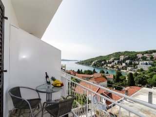 Apartment Ana & Mia - Two Bedroom Apartment with Balcony and Sea View