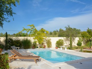CHARMING VILLA WITH POOL NEAR MONTPELLIER, Saint-Drezery