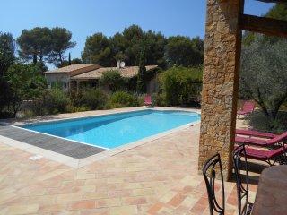 Villa Le Brulat, peut accueillir jusqu'à 10, piscine privée., Le Castellet