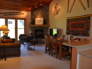 Delightful Condo w/Private Sauna, Steps to Slopes, Big Sky
