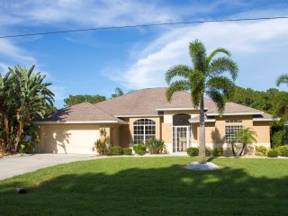 3 Bedroom Villa with Spacious Lanai, Englewood