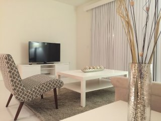2BR/2BTH Fully Furnished Apartment in Coral Gables