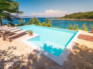 Villa Aqua Directly on the Sea with Heated Swimmingpool, 4 Bedrooms, 5 Bathrooms