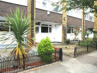 GREAT LOCATION 4 BED IN BETHNAL GREEN WITH GARDEN