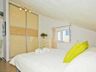 Apartment Zora Sea View Top Floor, Hvar