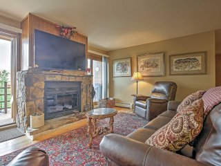 2BR Silverthorne Condo w/Mtn Views&Stone Fireplace