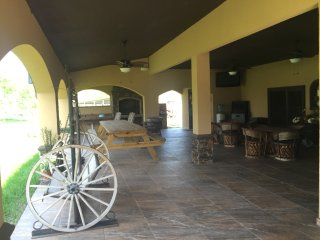 Ranch Home and Equine Stables, Edinburg