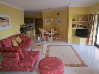 Gold Crown Resort Spacious 2 bed 2 bathroom apt, Vilamoura