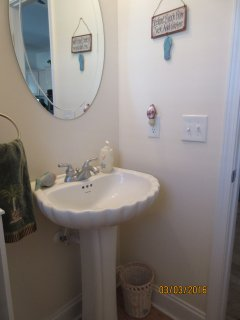 Pedestal sink in half-bath