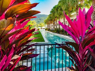 U12 Gorgeous 2 bedroom courtyard apartment 4 pools, Palm Cove