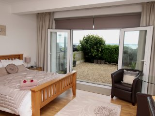 Wake up to a fabulous Sea View Across the Solent, private room with own Entrance, Lee-on-the-Solent