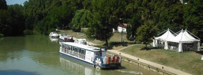 le port de Valence sur Baise