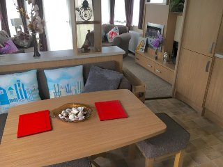Superb Luxury Caravan Whitecliff Bay, Bembridge