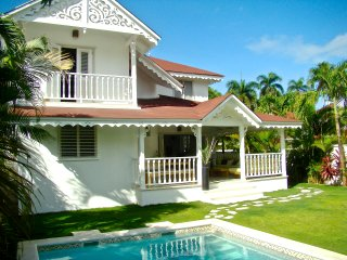 PRIVATE VILLA at the Beach and Town ! Good rates, Las Terrenas