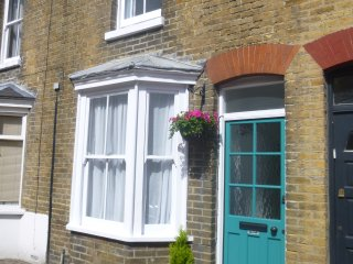 Canterbury City Centre -  delightful 4 bed cottage with garden and parking