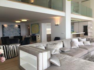 4 Bedroom Apartment w/ Loft and Majestic Sea Views, Niza