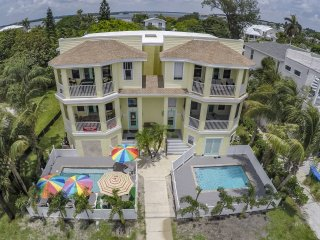 4 Bdrm, 3 Bath, Sleeps 10, Private Heated Pool, Private Elevator, Steps to Beach