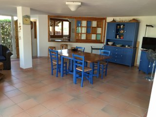 sunny villa, 50 metres from the sea, Fontane Bianche