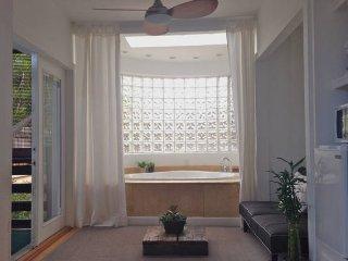 Zen Studio in Miami Beach, Jacuzzi and Garden