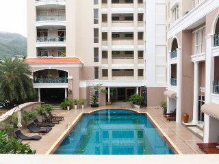 Cozy 2 Bedroom Condo (87m2) & shared pool, Patong