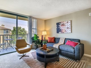 Chic Bayside 2/2 With Resort Style Amenities, Foster City