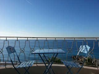 One bedroom apartment on the famous Promenade des Anglais