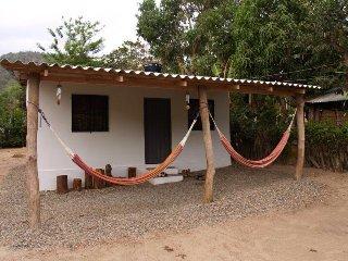 La casa sinduli en un ambiente natural.
