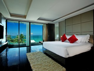 Beachfront 2BR Suite Seaview Patong with Jacuzzi