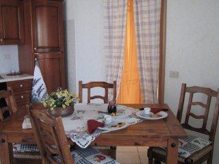 Grazioso appartamento 2 camere, soggiorno cucina, free wifi, piscina scoperta