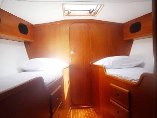 Beautiful 50ft sailing yacht sleeps 10