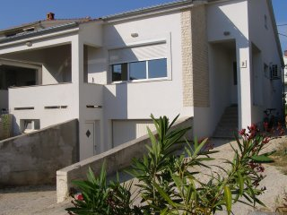 new comfort house with garden close to old town, Zadar