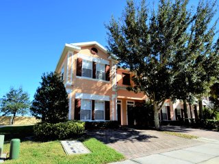 Close to Disney,Seaworld,4br Townhome with Hot Tub, Kissimmee
