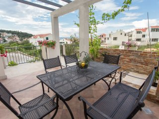 Two Bedroom Sea View Apartment Suzy Lux with Pool