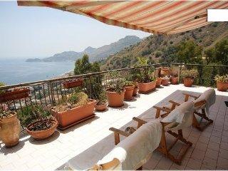 Prestigioso  appartamento  con  vista  panoramica, Letojanni