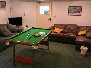 STAR MILL, enclosed garden, pet-friendly, two woodburners, games room, WiFi, nr