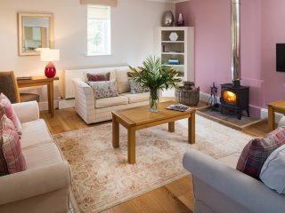 4* Gold Luxury Cottage - River Cottage, Howden