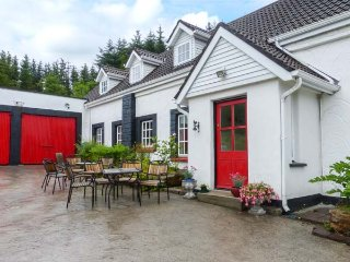 THE SANCTUARY, open fire, solid fuel stove, WiFi,  garden pet-friendly cottage n