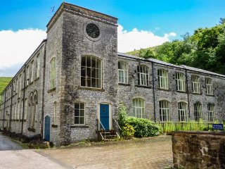 GREY HERON, superb apartment, en-suites, WiFi, walks from the door, river views, in Litton Mill, Ref 931447